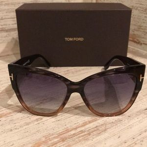 49415a38bbf Tom Ford Accessories - 🔥Authentic🔥 Tom Ford anoushka cat-eye sunglasses